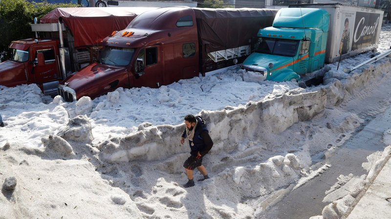Impressionnantes chutes de grêle au Mexique: Guadalajara tapissé de glace