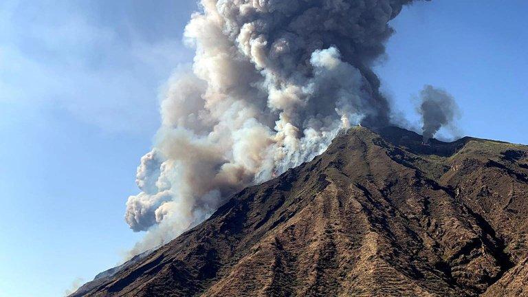 Italie: une puissante éruption du volcan Stromboli au large de la Sicile fait un mort