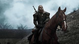 «The Witcher»: les premières images de la nouvelle série de fantasy de Netflix dévoilées