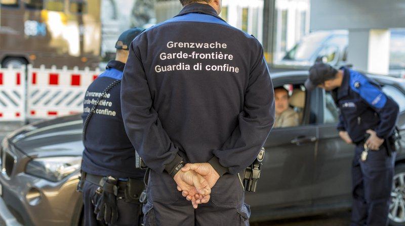 Pour l'UDC, l'immigration est trop forte et la Suisse doit à nouveau pouvoir la régler de manière autonome.