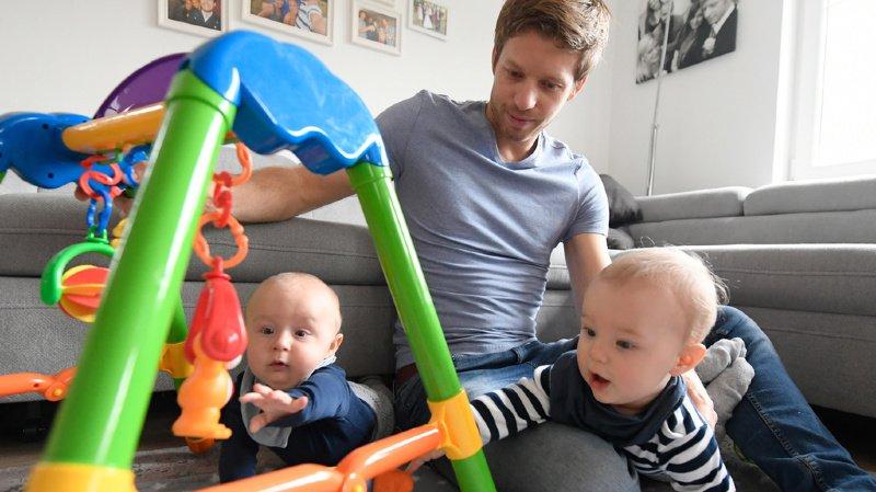 Les déductions fiscales pour les parents qui gardent leurs enfants pourraient passer de 6500 à 10'000 francs