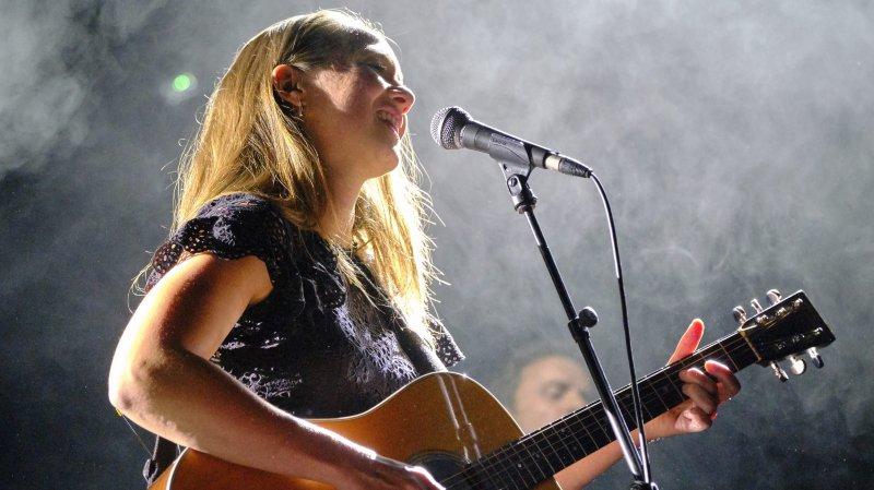 Sophie Hunger a conquis le public avec ses chansons incandescentes, mêlant folk, blues-rock et sons électro.