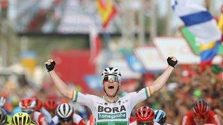 Cyclisme – Tour d'Espagne: Sam Bennett s'impose lors de la 14e étape de la Vuelta à Oviedo, Primoz Roglic toujours en rouge