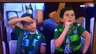 Double buzz pour un «enfant» filmé en train de fumer dans un stade