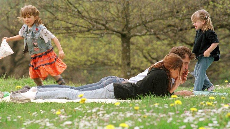 Parents et heureux dans le couple, est-ce possible? Les pistes d'une auteure neuchâteloise