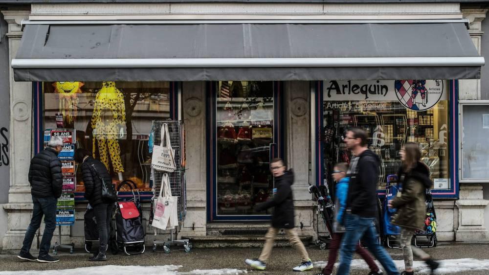 Commerces sur l'avenue Léopold-Robert, La Chaux-de-Fonds.