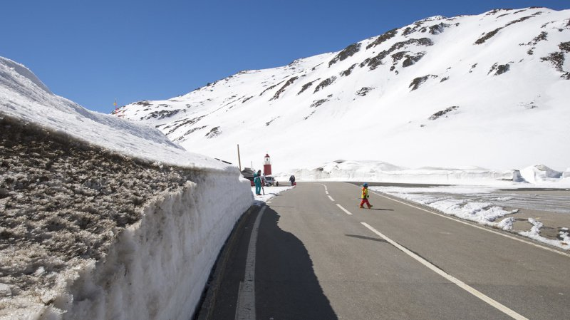 Le col de l'Oberalp, qui relie Andermatt (UR) à Sedrun (GR), a été fermé lundi. (illustration)