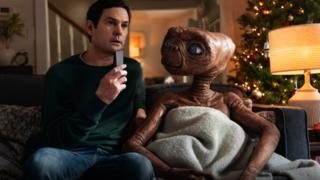 Elliott et ET l'extraterrestre se retrouvent 37 ans plus tard, le temps d'une pub