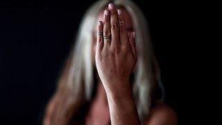Violence domestique: plus de moyens pour protéger les femmes