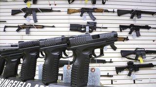 Elle achète un transat pour bébé et se retrouve avec un fusil