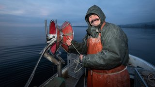 Denis Junod, un pêcheur du lac de Neuchâtel libre et sauvage