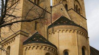 Neuchâtel: des dizaines d'ossements découverts dans le bâtiment de la Collégiale