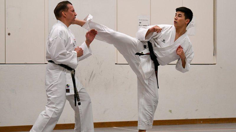 Johnny et Keanu Cattin: la passion du karaté se transmet de père en fils dans les Montagnes